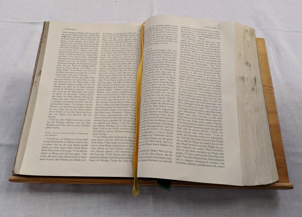 Aus Wie Vielen Büchern Besteht Die Bibel